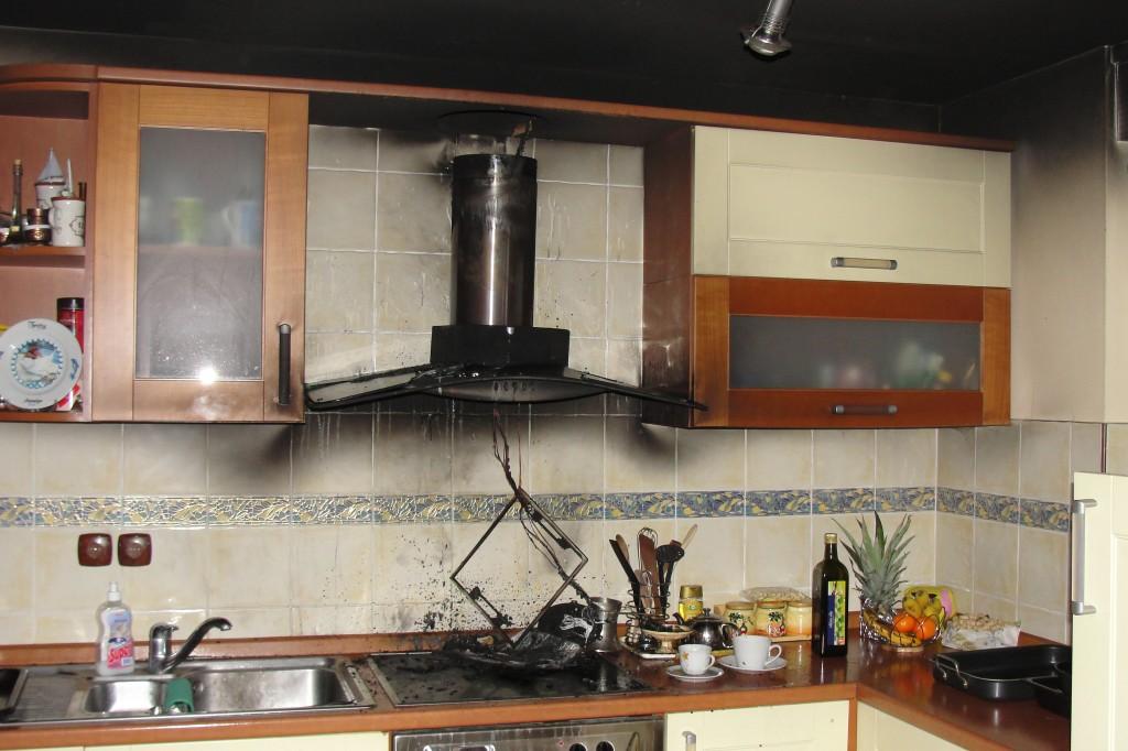 Slika po požaru v kuhinji