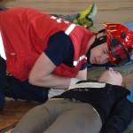 triažer preverja dihanje in utrip