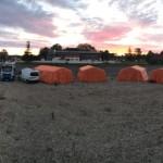 tabor ob sončnem vzhodu